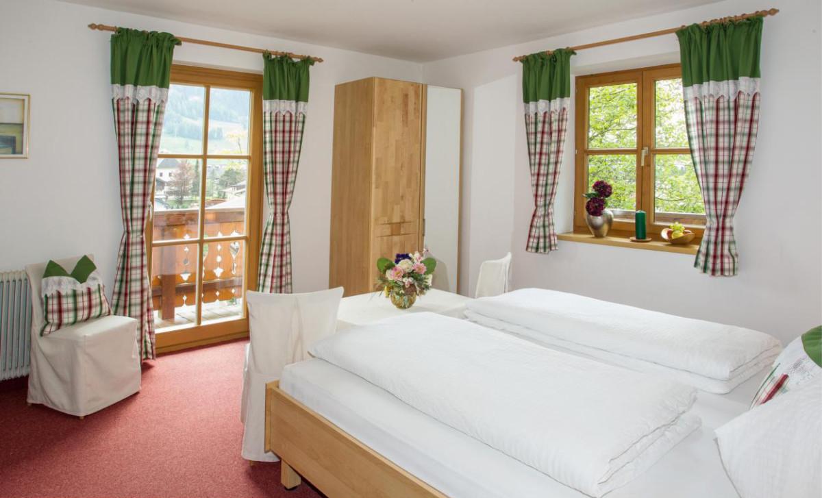 Appartement Sonnenblume Schlafzimmer 1 Landhaus Antonia