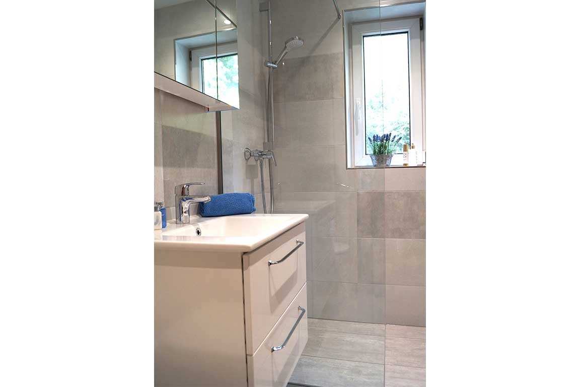 Apartment Margarite bathroom Landhaus Antonia