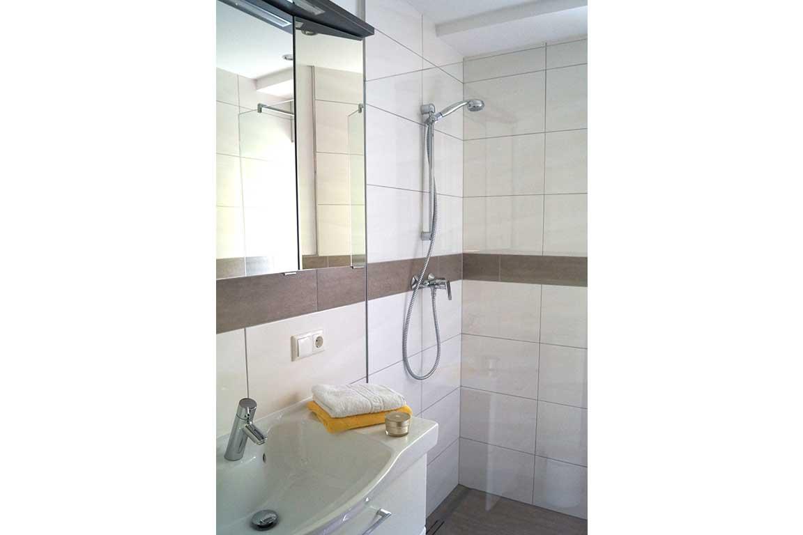 Appartement Sonnenblume Badezimmer Landhaus Antonia