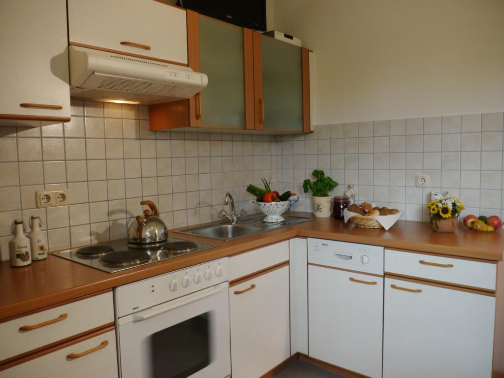 Apartment-Sunflower-Kitchen-1-Landhaus-Antonia