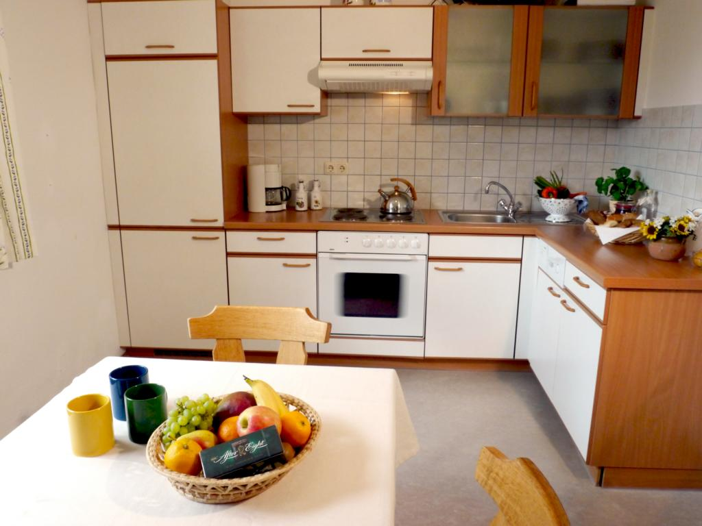 Apartment-Sunflower-Kitchen-2-Landhaus-Antonia