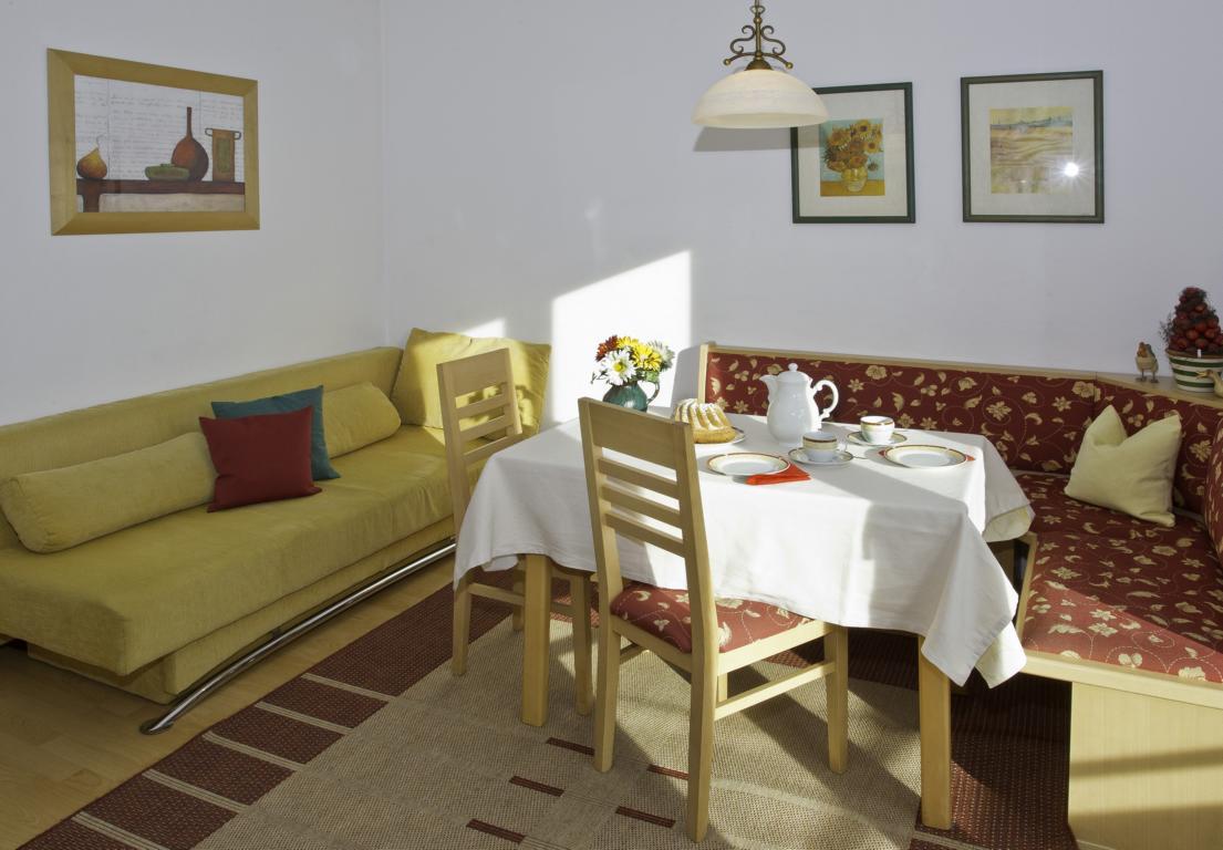 Appartement-Austria-weisses-roessl-012x